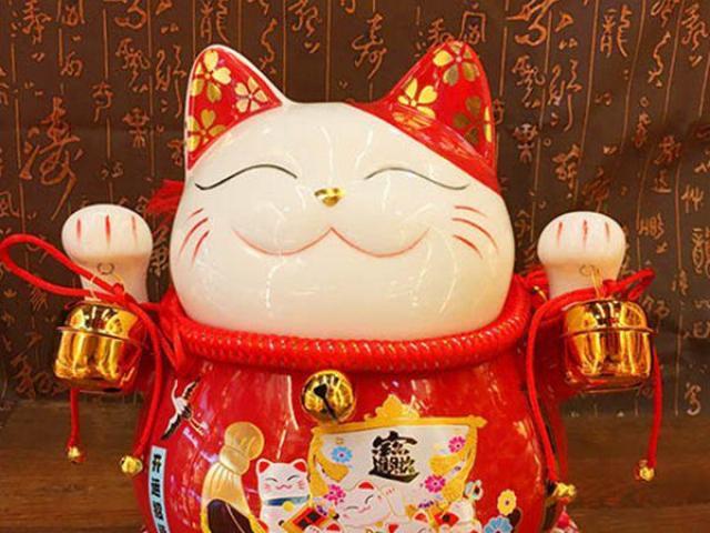 Tượng mèo may mắn tại căn hộ takashi